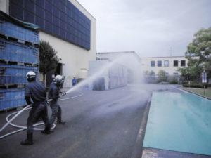 消火栓による放水訓練