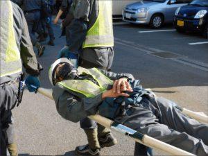 要救護者を担架搬送する訓練